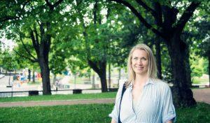 Karoliina Timonen pyörittää julkaisupalvelu Type & Telliä.