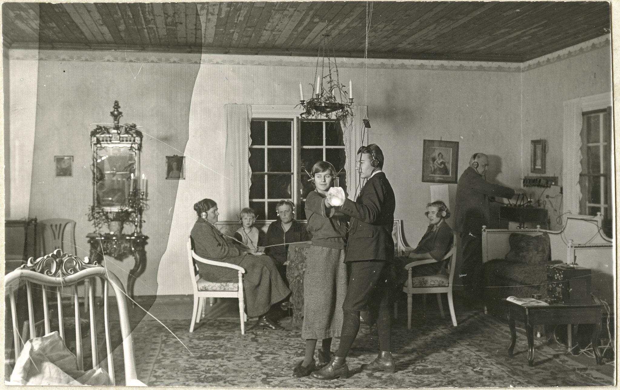 Radion kuuntelua 1920; kuvituskuva